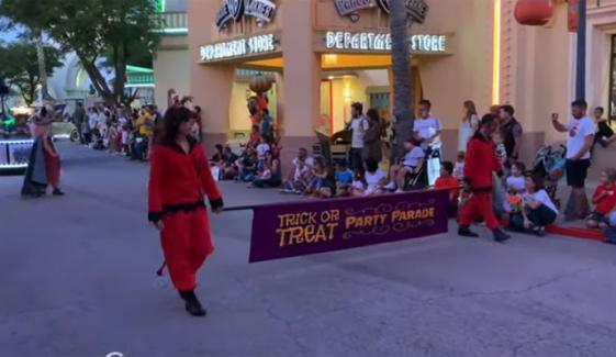 Madrid Halloween Prade In Warner Theme Park