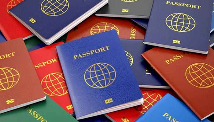 دنیا بھر میں پاسپورٹ صرف چار رنگوں کے کیوں ہوتے ہیں؟