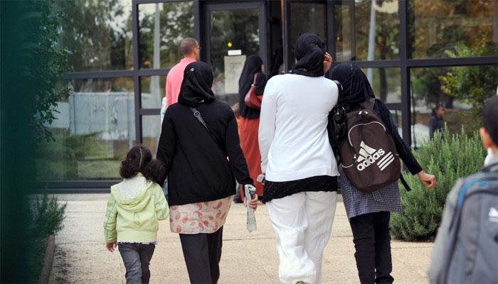 فرانس:مسلم خاتون سے اسکارف اتروانے کے ہتک آمیز رویہ