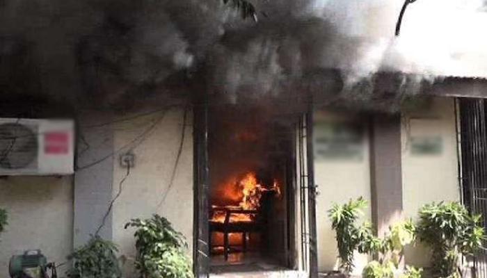 کراچی ،فائربریگیڈ عملے کی ہڑتال، آگ بجھانے نہیں پہنچا