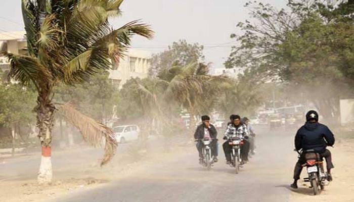 کراچی میں تیز گرد آلود ہوائیں چلنے کا سبب کیا ہے؟