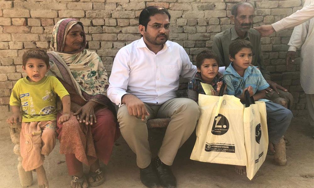 چچا کے تشدد کا شکار بچوں کیلئے وزیرِ اعلیٰ پنجاب کے تحائف