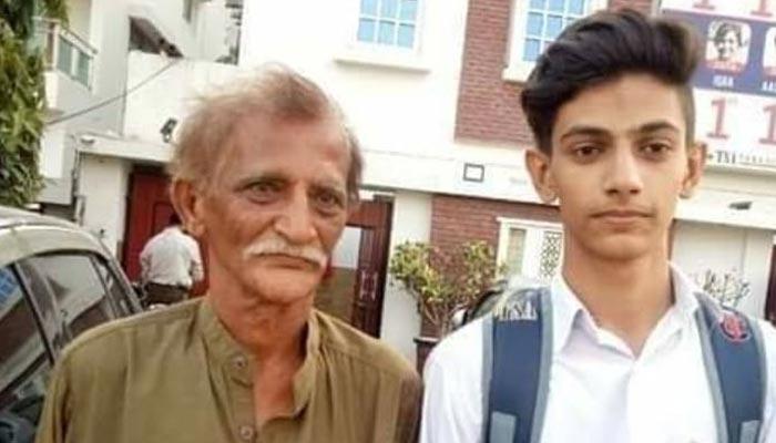 اخبار فروش کے بیٹے کی انٹرمیڈیٹ امتحان میں پہلی پوزیشن
