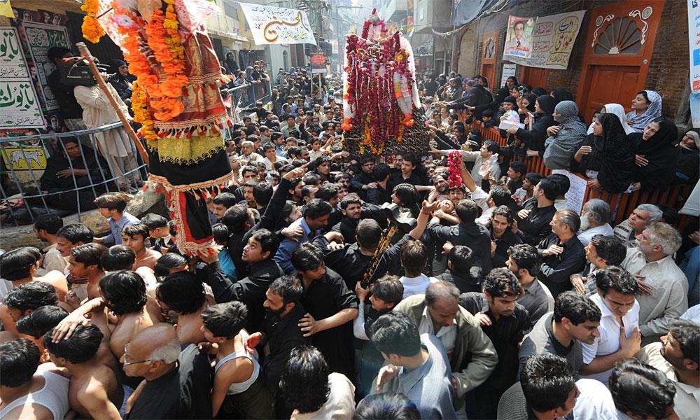 چہلم کے جلوس سخت سیکیورٹی میں اپنے راستوں پر گامزن
