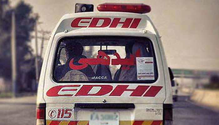 ہالہ: تیز رفتار کوچ الٹ گئی، 12 افراد زخمی