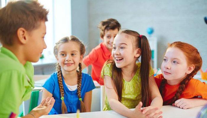 'بچوں کے اخلاق' والدین کو ان کی تر بیت پر بھی خاص تو جہ دینی چاہیے