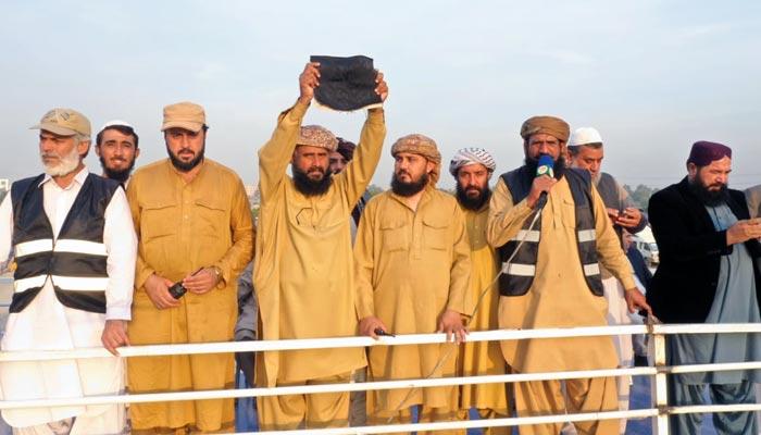 امام کعبہ کا انصارالاسلام کے لیے غلاف کعبہ کا تحفہ