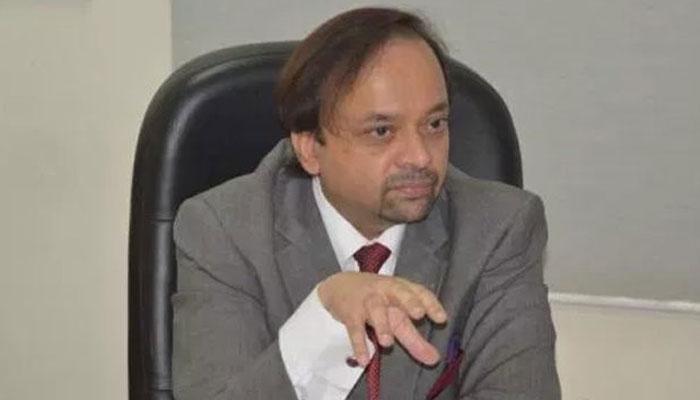 باہر جانے میں تاخیر سے نواز شریف کی صحت مزید بگڑ سکتی ہے، ڈاکٹر عدنان