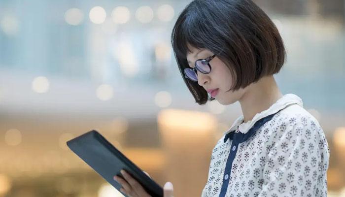 جاپان: ملازمت پیشہ خواتین کے چشمہ لگانے پر پابندی
