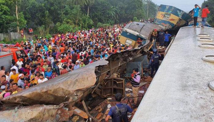 بنگلادیش،دو ٹرینوں میں تصادم،15 افراد ہلاک