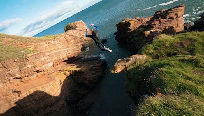اسکاٹ لینڈ: خطروں کے کھلاڑی کی بلندپہاڑ چھلانگ