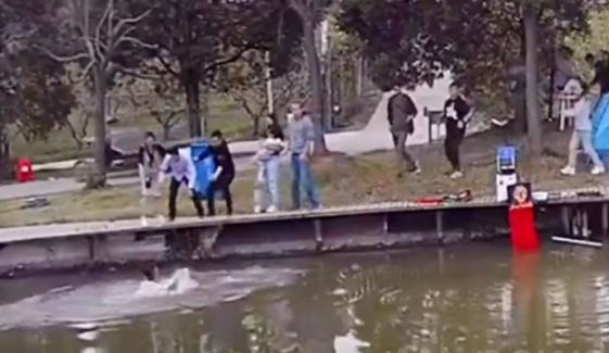 Man Quickly Save Boy Who Jumps Into Pond China