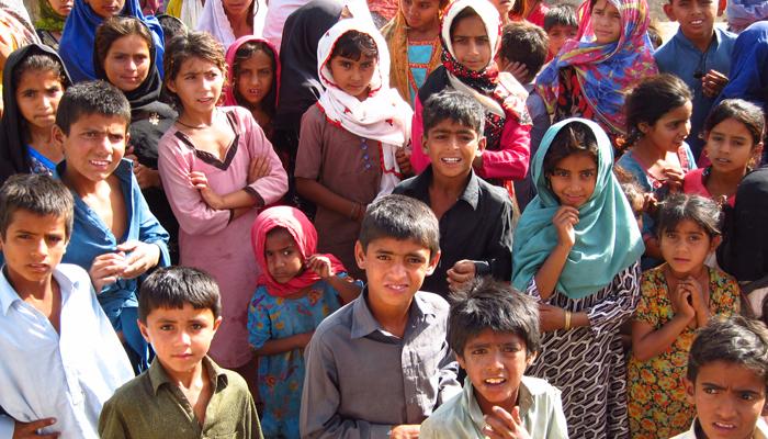 غربت کی شرح میں سالانہ کمی، پاکستان کا 14واں نمبر