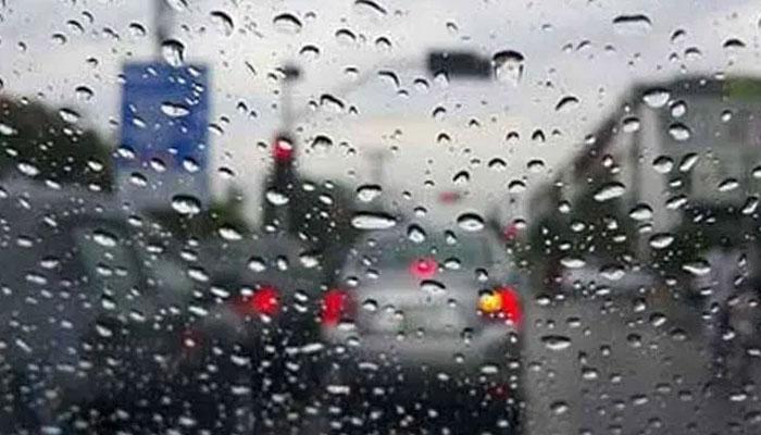 کراچی: مختلف علاقوں میں بوندا باندی، موسم سردہوگیا