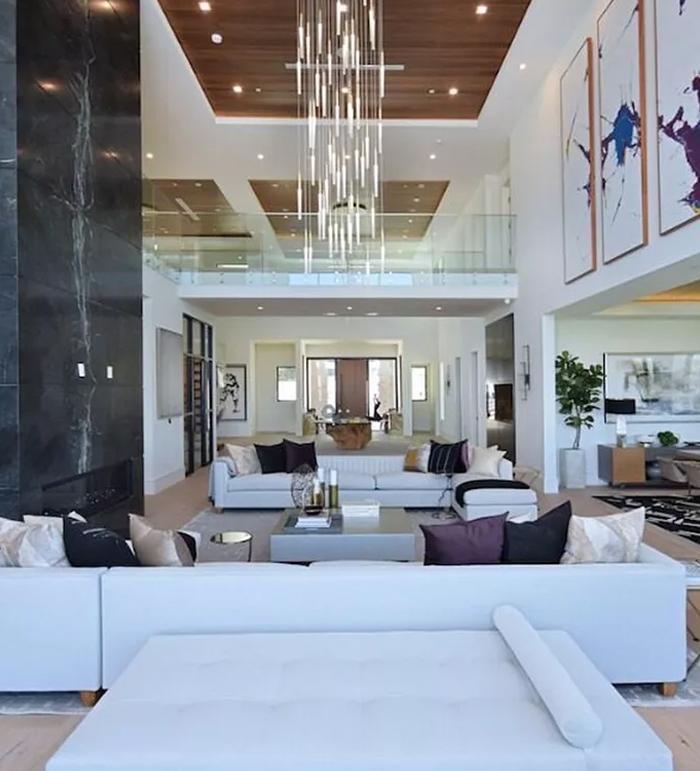 پریانکا اور نک نے نیا محل نما گھر کتنے میں خریدا؟