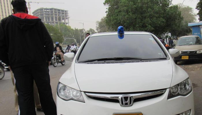 پولیس اہلکار بن کر لوٹنے والا 'خواجہ سرا' گرفتار