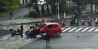 Dramatic Rescue Passersby Lift Car To Save Trapped Girl In China