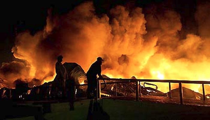 کراچی، لکڑی کے گودام کی آگ بجھا دی گئی