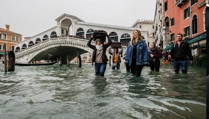 وینس میں سیلاب کی تباہ کاریوں کے باعث ایمرجنسی نافذ