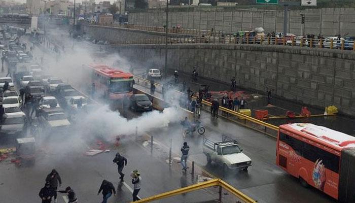ایران : پیٹرول کی قیمتیں بڑھانےپراحتجاج، 36 افراد ہلاک