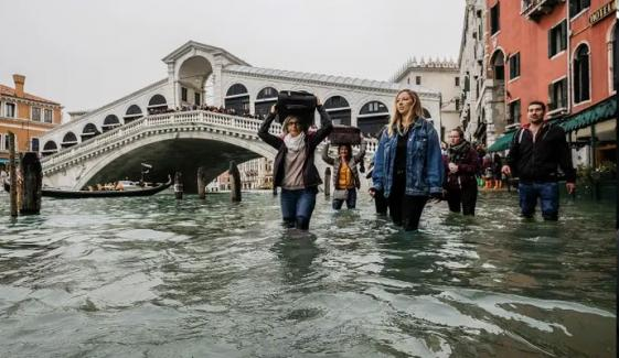 Venice Floods St Marks Square Reopens But City On Red Alert
