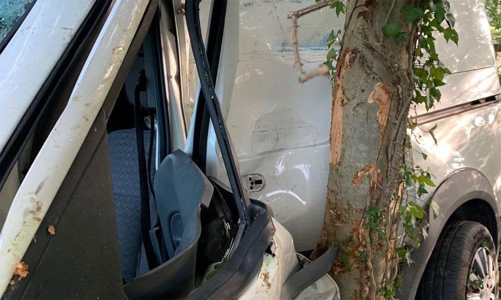 فیصل آباد: وین درخت سے ٹکرا گئی، 3 افراد جاں بحق