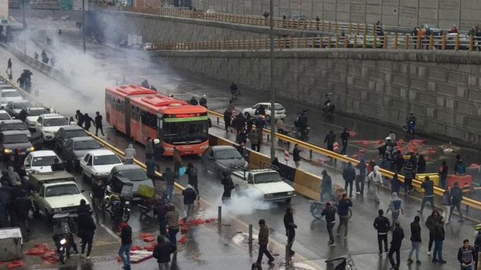 ایران میں جاری مظاہروں میں 106 افراد ہلاک