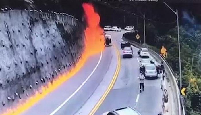 برازیل: تیزرفتارآئل ٹینکر الٹنے سے آگ بھڑک اٹھی