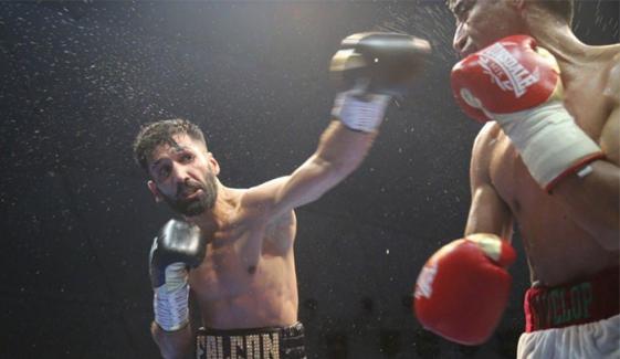 Pakistani Boxer Muhammad Waseem Beat Mexican Boxer