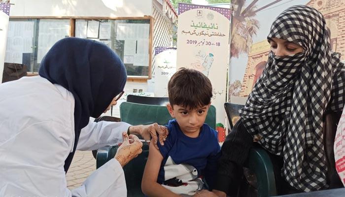 کراچی پریس کلب میں میں ایکس ڈی آر ٹائیفائیڈ سے بچاؤ کیلئے ویکسینیشن کیمپ کا انعقاد