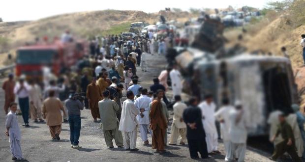 نورانی مزار کے قریب بس حادثہ، ایک جاں بحق ، 18 زخمی
