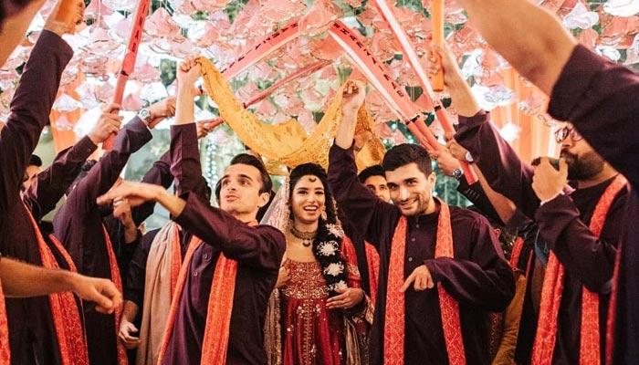 زینب عباس کا مایو کی تقریب میں قاتل رقص