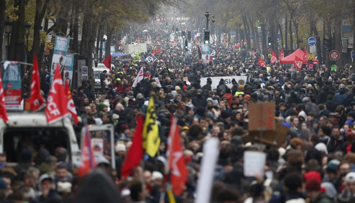 فرانس : پنشن اصلاحات کیخلاف دوسرے دن  بھی ہڑتال