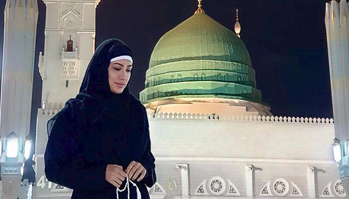 مہوش حیات کی مسجد نبوی میں لی گئی تصویر وائرل