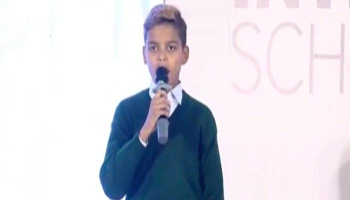 فیصل آباد :طالب علم کی ریپ کے انداز میں تعلیمی مسائل کی نشاندہی