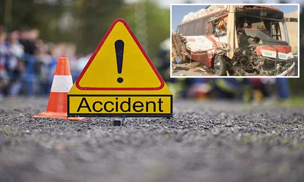 چکوال: کوچ اور ٹرک میں تصادم، 4 افراد جاں بحق