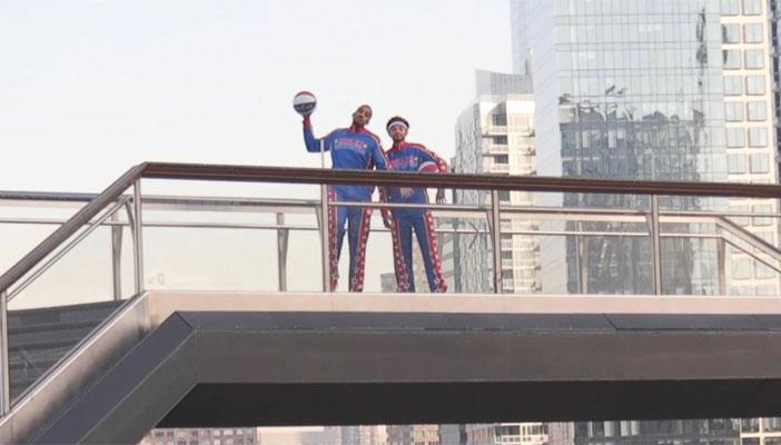 نیویارک: بلند عمارت سے باسکٹ بال ٹرک شاٹ کا شاندار مظاہرہ