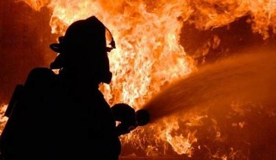 New Karachi Coaster Caught Fire Due To Cylinder Blast In Petrol Pump