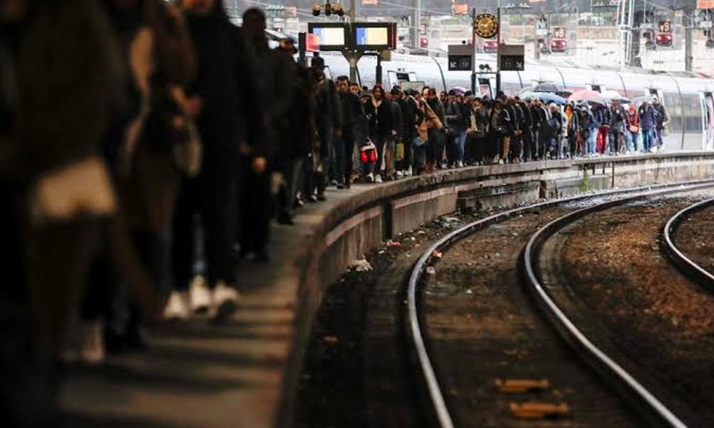 فرانس، پینشن اصلاحات کے خلاف ہڑتال جاری