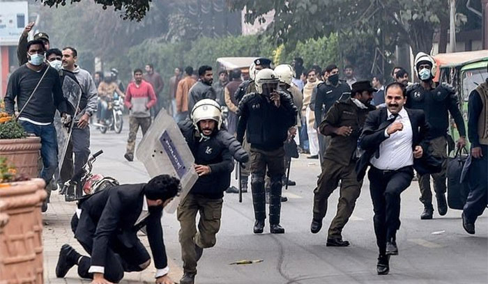 لاہور واقعہ، ڈاکٹرزکی ہڑتال ، وکلاکی رکوانے کی کوشش