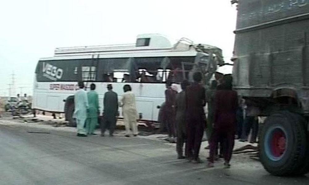 ڈیرہ اسماعیل خان: بس اور پک اپ میں تصادم، 5 جاں بحق