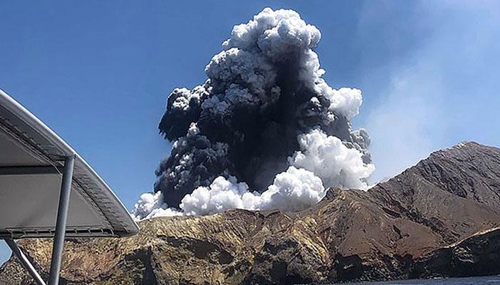 نیوزی لینڈ :آتش فشاں پھٹنے سے 16 سیاح ہلاک