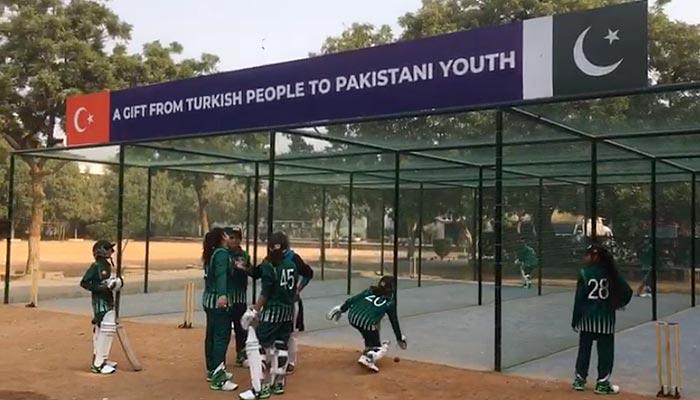 کراچی: ترکی کے تعاون سے طالبات کے لیے کرکٹ ٹریننگ نیٹ کی سہولت