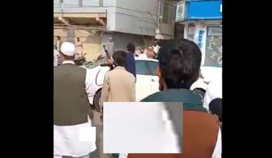 Mans Personal Guard Fires At Cart Vendor After Spat