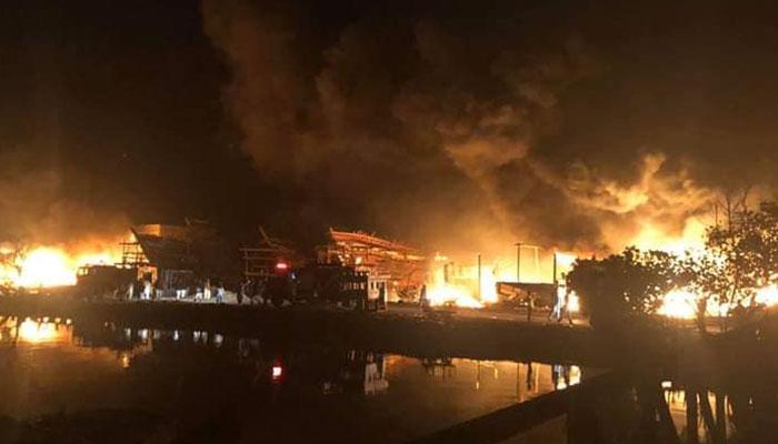 کراچی فش ہاربر پر آتشزدگی، کروڑوں کی لانچیں خاکستر