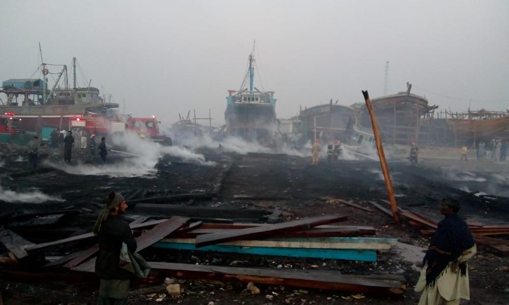 کراچی فش ہاربر پر آگ کیسے لگی؟ فائر بریگیڈ کب پہنچی؟