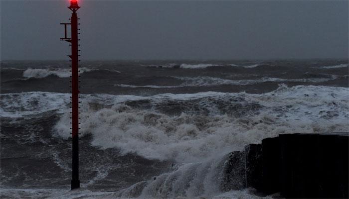برطانیہ: سمندری طوفان اور بارشیں، بجلی منقطع، پروازیں معطل