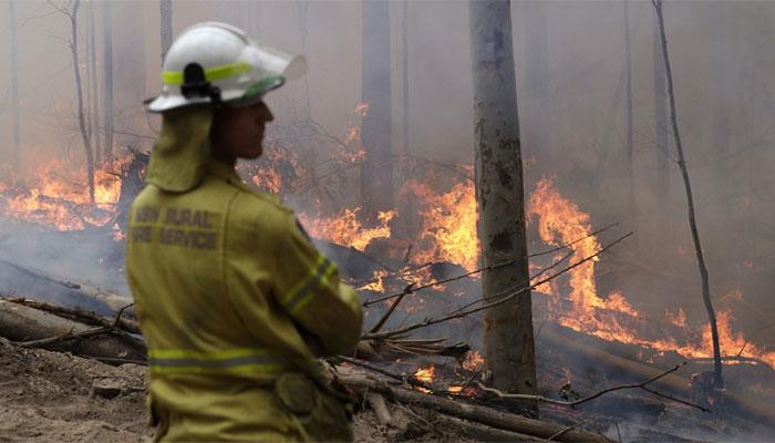 آسٹریلیا: فائرفائٹرز کو منفرد انداز میں خراج تحسین پیش