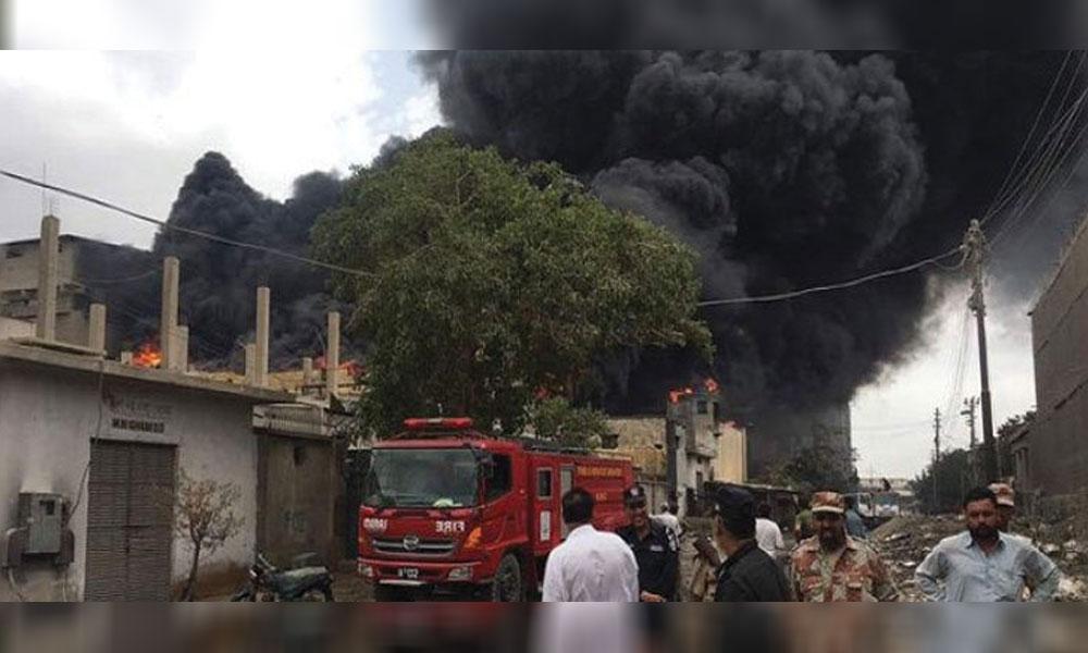 کراچی،چمڑا چورنگی کے قریب فیکٹری میں آتشزدگی