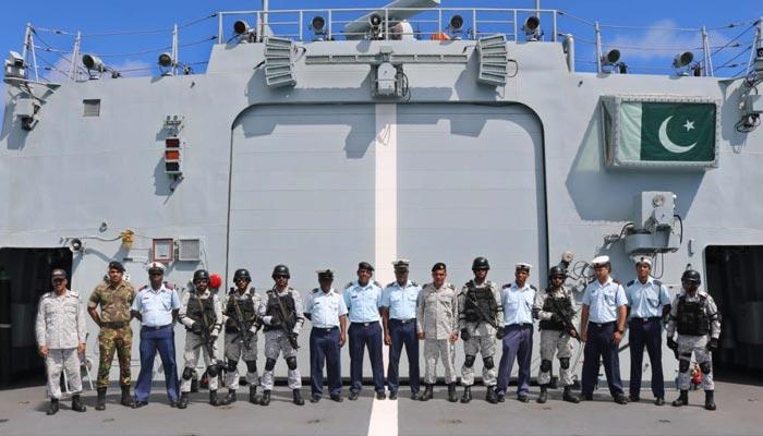 پاک بحریہ کے دو جہازوں کی سیچلز کی بندرگاہ وکٹوریہ آمد